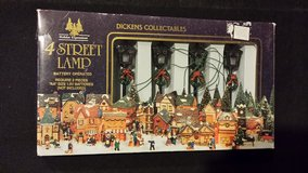CLEARANCE Dickens Collectables 4 Street Lamp Set NIB in Aurora, Illinois